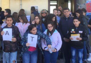 giornata della sicurezza nelle scuole. il flashmob dell'istituto comprensivo di sellia marina